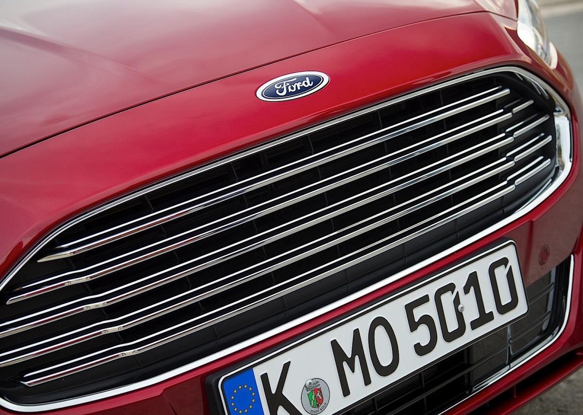 Ford Mondeo 4 kapı resimleri