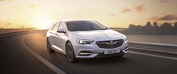 Opel Insignia, Wosvogen Passat'ı gözüne kestirdi.