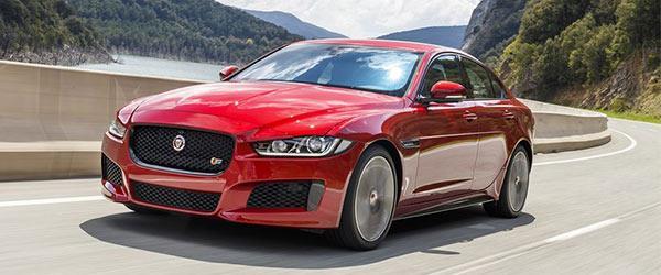 Jaguar, XE modeline özel ürettiği 300 Sport'u tanıttı.